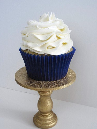 Vanilla cupcake with vanilla bean Swiss Meringue buttercream
