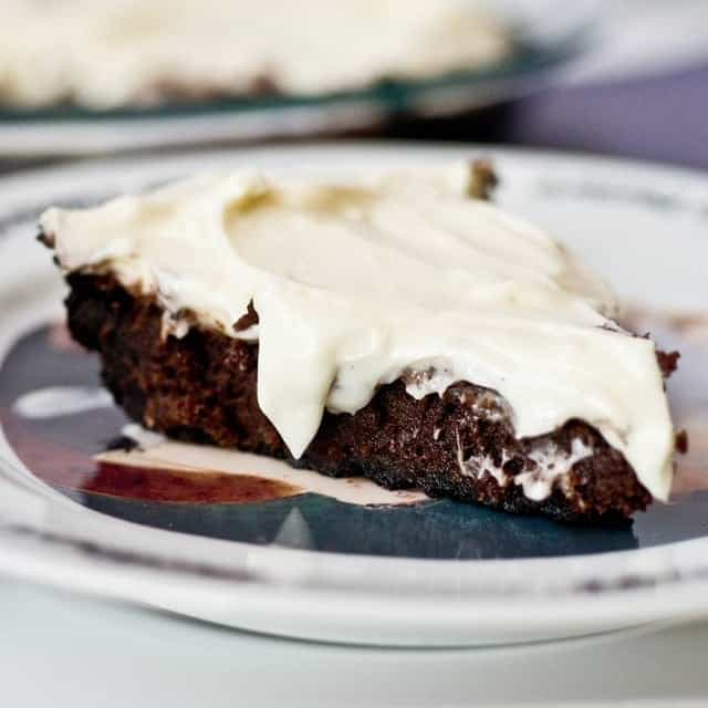 P5-Oreo-Crusted-Brownie-Pie-w-Cream-Cheese-Icing-14