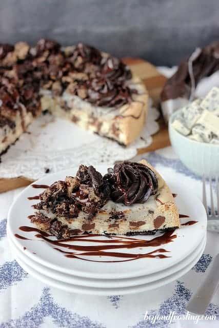 Double Cookies and Cream Cookie Cake | beyondfrosting.com | #Oreos #cookiecake