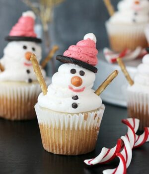 Easy DIY Snowman Cupcakes