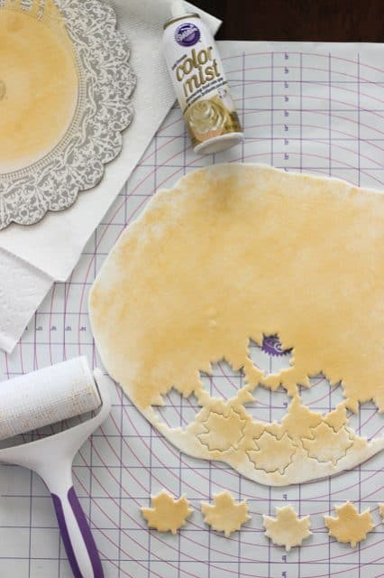See how easy it is to make these gold leaf cupcake toppers. See the full tutorial at beyondfrosting.com