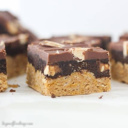 These No-Bake Snickers Bars start with a thick and crunchy peanut butter base, chocolate Snickers mousse and topped with chocolate ganache and more Snickers.
