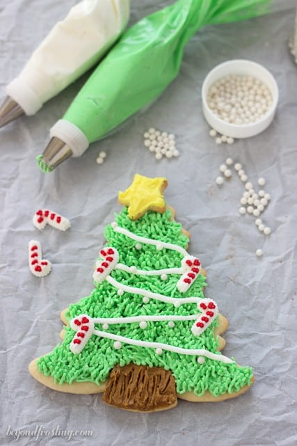 tips for decorating with buttercream frosting beyond frosting - How To Decorate Christmas Cookies With Royal Icing