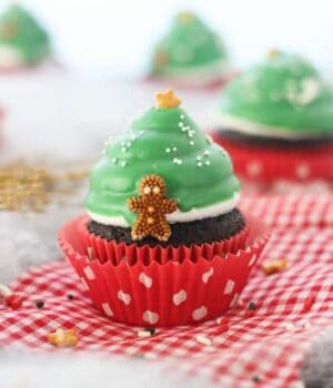 Easy Christmas Tree Cupcakes- made with a hi-hat chocolate coating