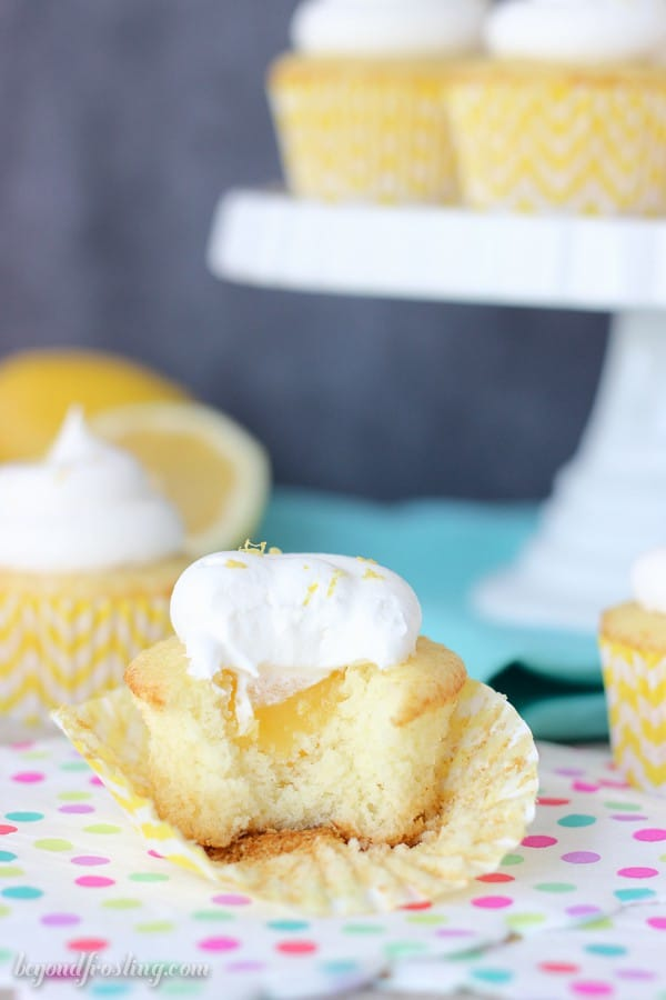 You can't resist a big bite of these Skinny Lemon Cream Pie Cupcakes! The recipe is simple and low calorie. It's perfect for Weight Watchers!