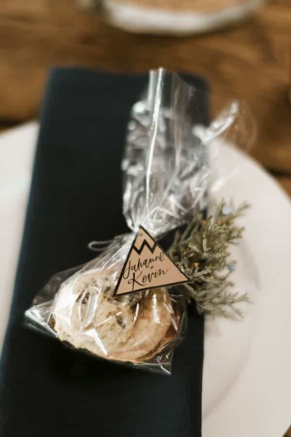 Homemade cookie wedding favors © Kimberly Kay Photography