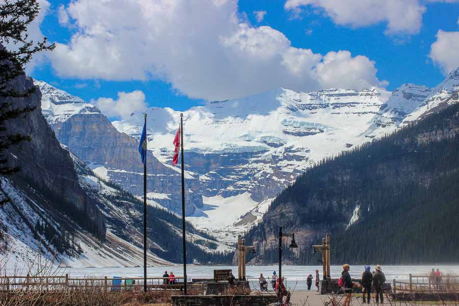 Amazing views of Lake Louise and the snowy mountains behind the lake