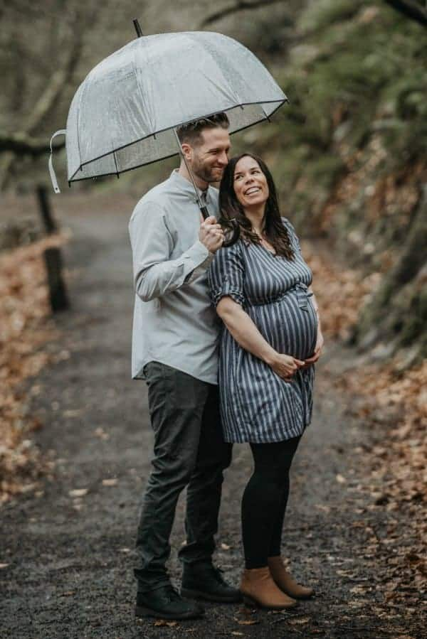 maternity shoot with umbrella