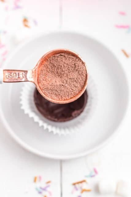 a tablespoon measurer filled with hot chocolate powder