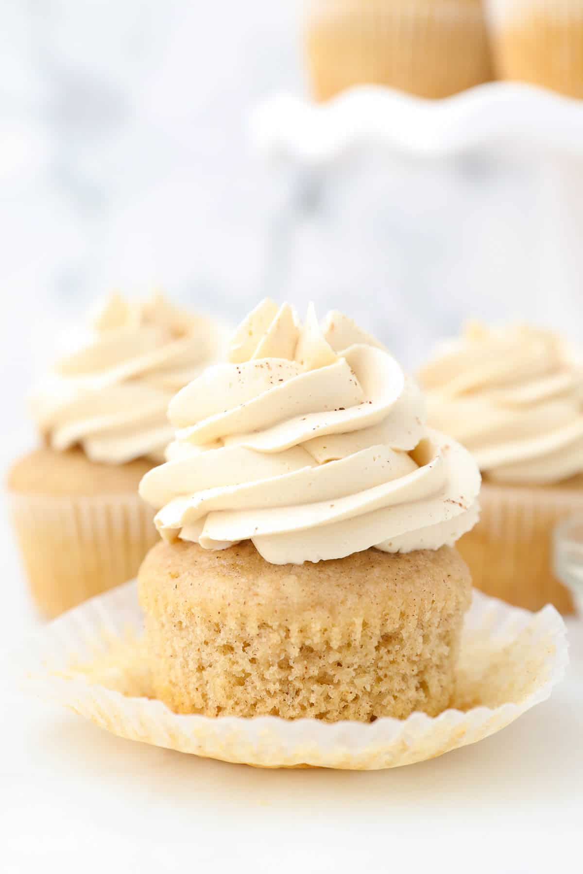 frosted apple pie cupcakes